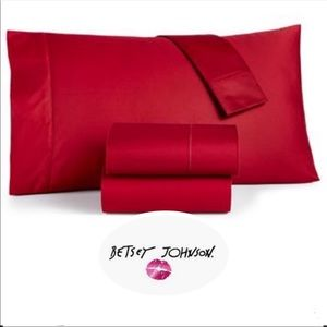 BETSEY JOHNSON KING or QUEEN SHEET SET-RED